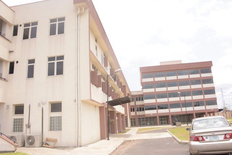 Buhari commissions Ayinke building 1.jpg