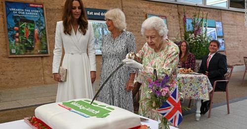 Queen shows off sword skills by cutting cake during G7 in Cornwall